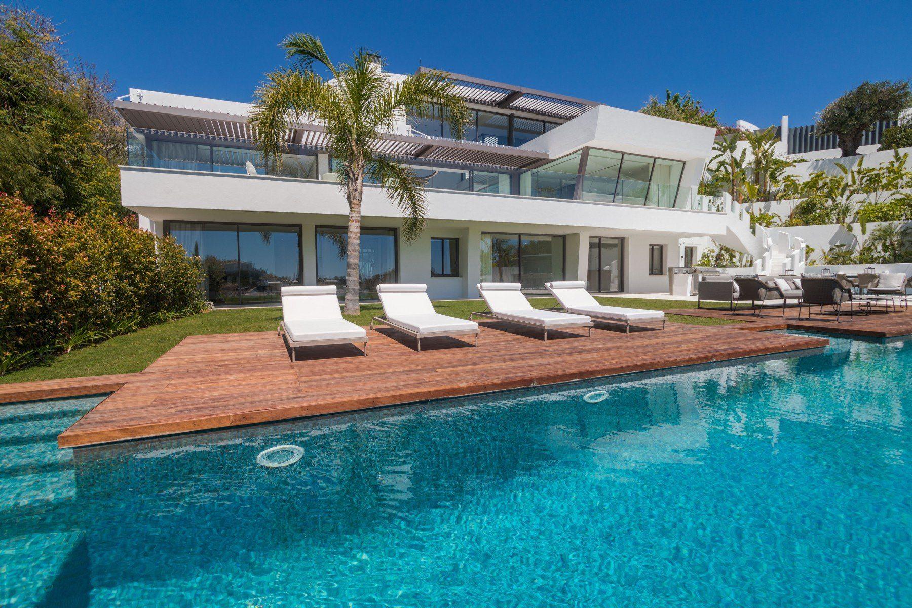 New Luxury Villa With Panoramic Sea Views In La Quinta, Benahavis