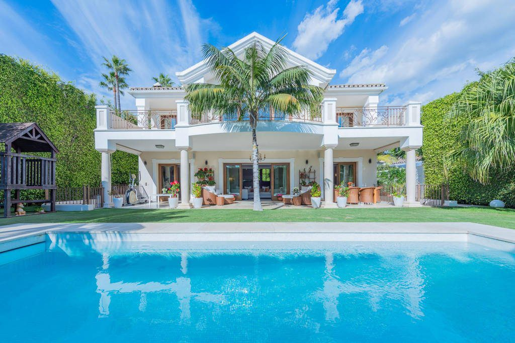 Beautiful Elegant Beachside Villa In Casablanca, Golden Mile