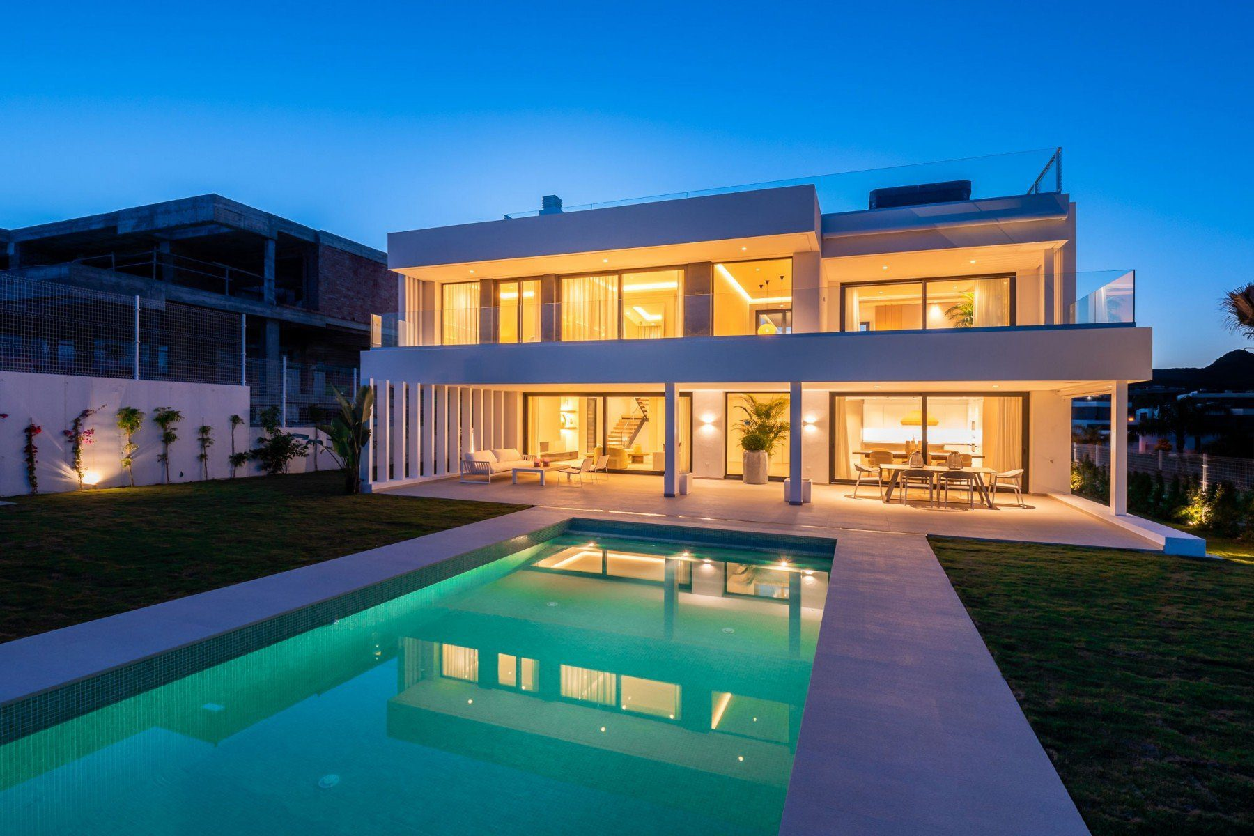 New Villa With Sea Views In Cancelada, New Golden Mile