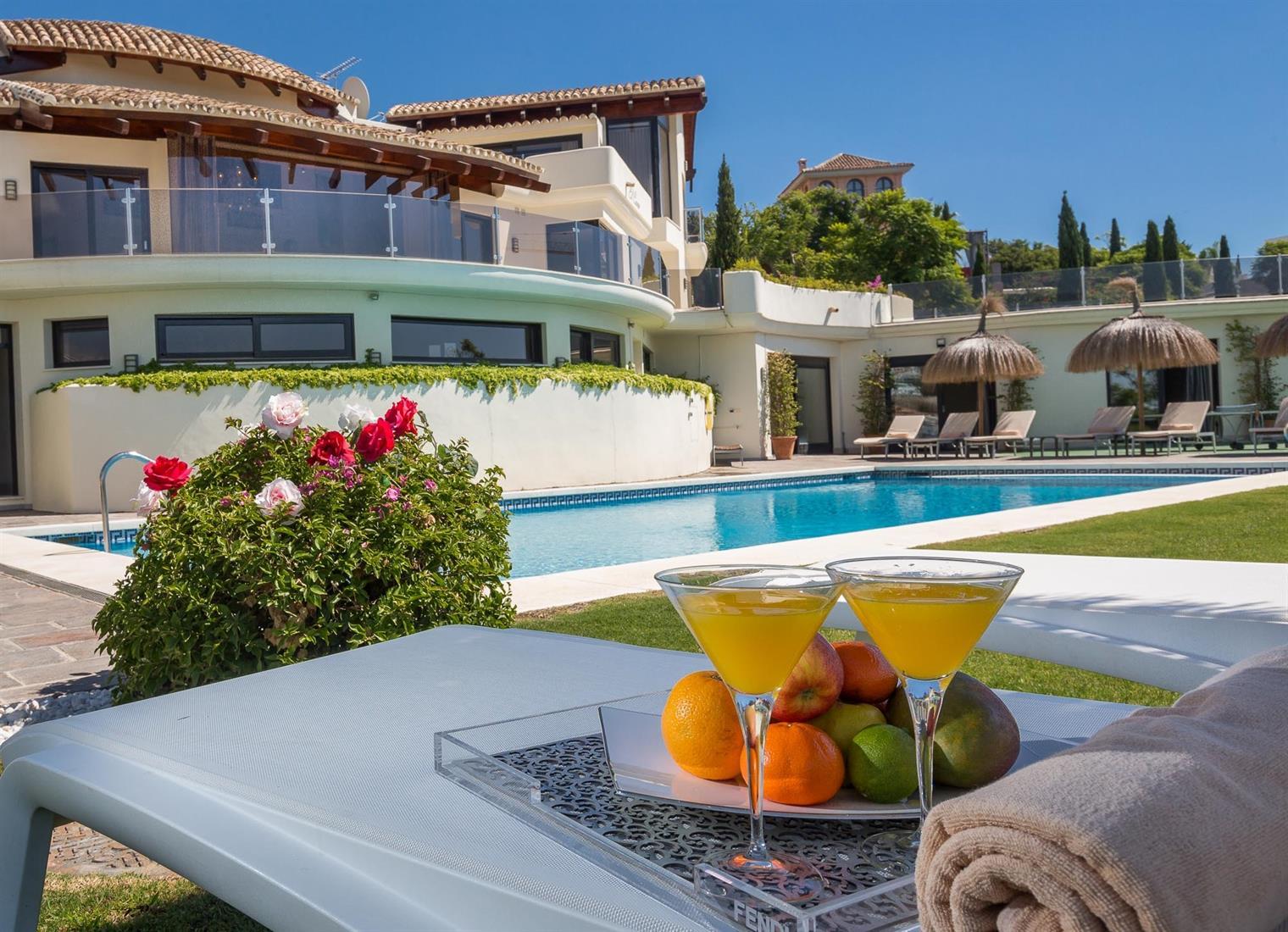 Luxury 10-bed Villa With Sea View For Sale In Los Flamingos, Benahavis