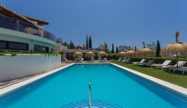 Los-Flamingos-Marbella-luxury-villa-rental-poolside