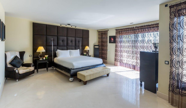 Los-Flamingos-Villa-1-Marbella-master-suite