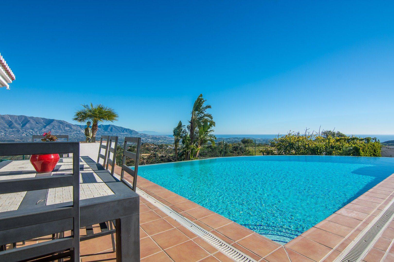 Exclusive 5 bedrooms Villa With Sea Views For Sale In La Mairena, Ojen