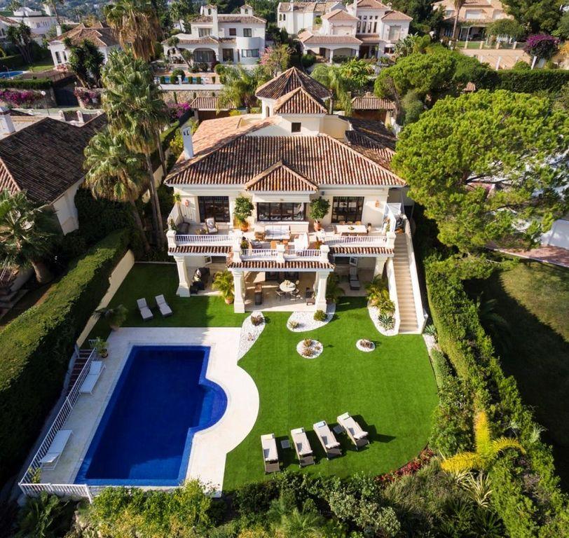 First Line Golf Mediterranean Villa In Nueva Andalucia, Marbella